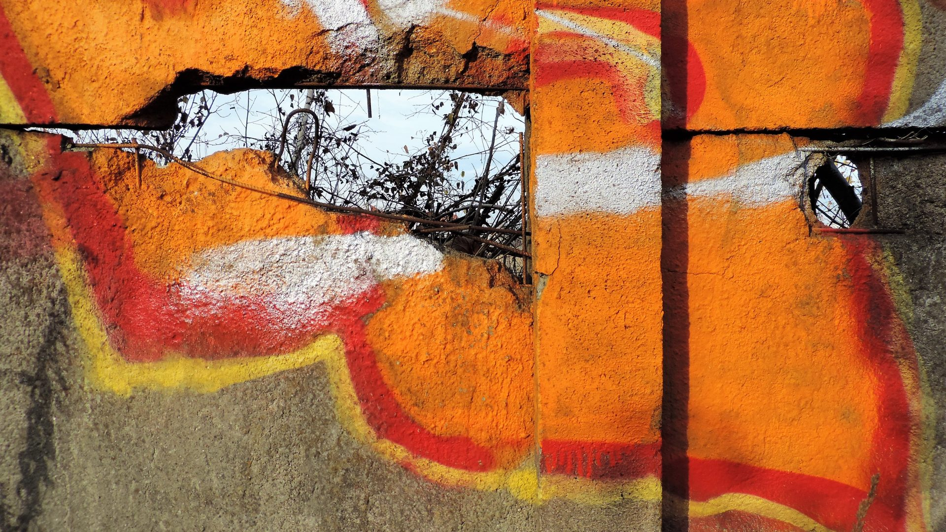 04009 | berliner mauern | berlin, graffiti, orange is the new hole